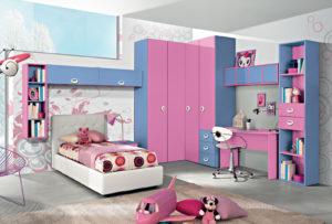 Progetta per la tua bambina una cameretta luminosa con letto singolo, zona studio e una fantastica cabina armadio. Gioca con i colori e combina elementi d'arredo rosa e azzurri. Bronze 01: Mondo Camerette